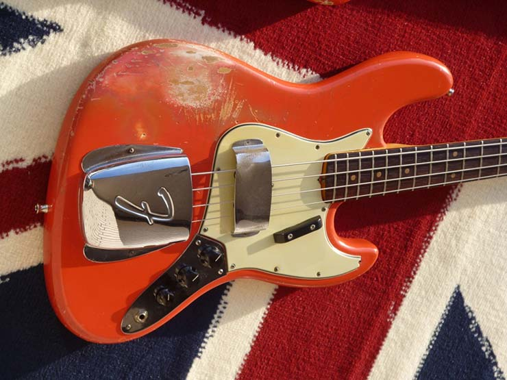BassMuseum: Fender Jazz Bass 1964 und Precision 1965 in Fiesta Red