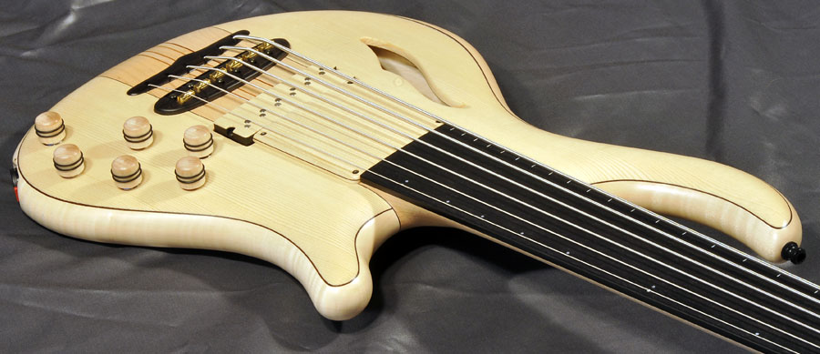 Bass Professor 4/2015, Test: MAYONES Patriot6 MR FL