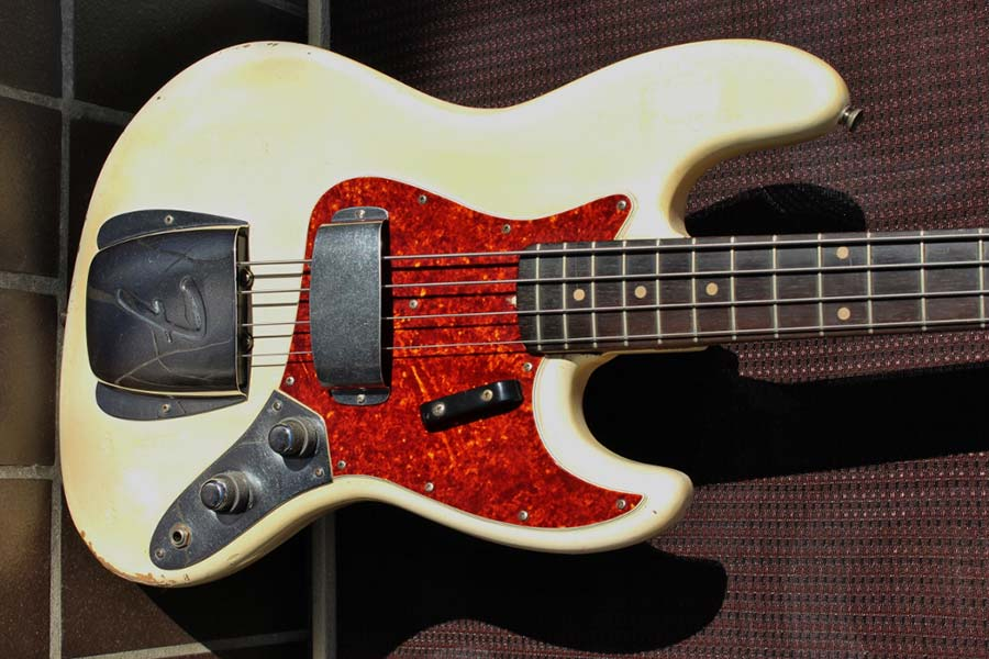 Fender 1961 Jazz Bass in Olympic white