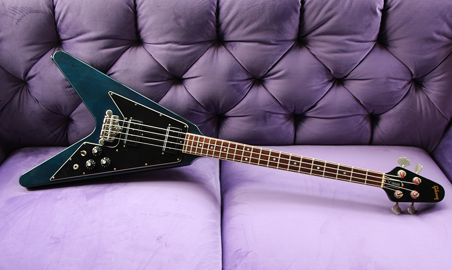 Bass Professor: Bass Museum Gibson V-Bass Translucent Blue von 1981. Von Hermann Eckholt – The Bass Hunter