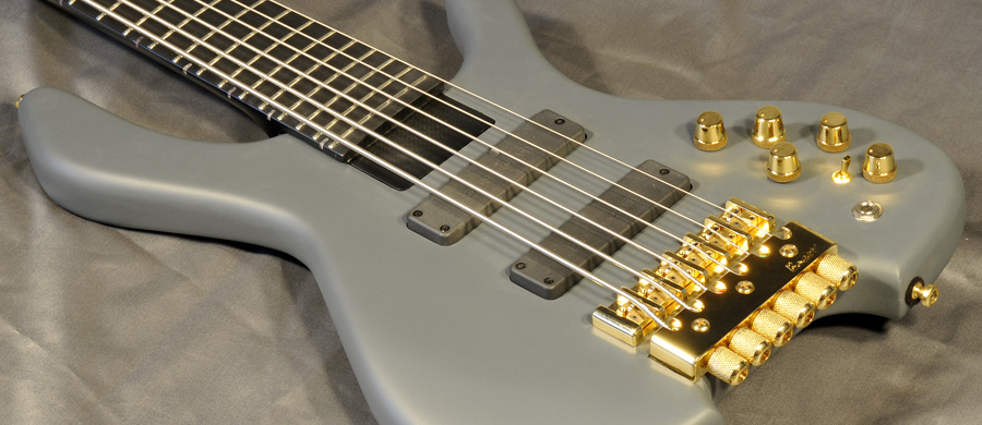 Bass Professor 2/2016, Test: Bogart Blackstone VI Headless